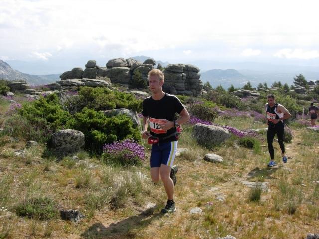 Reaching Cabeza Arcón (1.521m) after the first climb