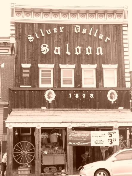 Leadville: El Silver Dollar Saloon. Fundado en 1873. Foto de....2010 (¡!) Por Mayayo.