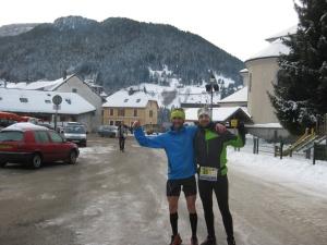 Raúl Frechilla alegría compartida en meta del Winter Trail Chartreuse.