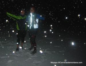 Zapatillas trail NB leadville en Alto Telégrafo nocturno bajo nevada
