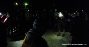 Entrenamiento Trail: pablo Criado repasando tecnicas bastoneo con el grupo.