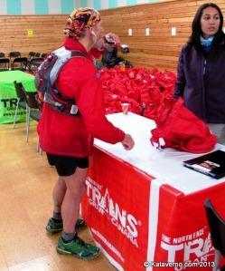 Mochila trail Ultimate Direction con John Tidd, 6º en Transgrancanaria 2013.