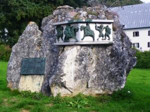 Roncesvalles: Monumento a la Batalla con el ejército de Carlomagno.