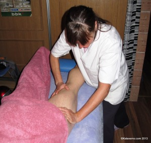 Nerea Martinez en su consulta como fisioterapeuta