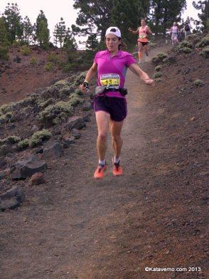 Adidas Trail Running, Uxue Fraile en transvulcania 2013 fotos memphismadrid para carrerasdemontana (311) uxue fraile bajando a las deseadas