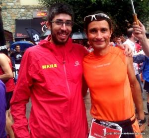 José Irurozqui en meta con Oscar Pérez López, campeón del Gran Trail Aneto-Posets