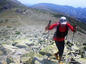 Rutas Montaña Maratón Alpina Dos Canchales. Llegando a cima Cabeza de Hierro por la cresta desde el Collado.