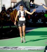 Miguel Heras cruzando meta 3º en Ultra Cavalls del Vent 2013 tras una preciosa lucha con Luis Alberto y Tófol.