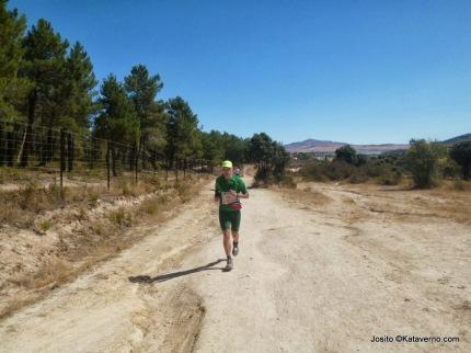 100KM Madrid Segovia 2013. Abel pasando frente a la entrada de La Pedriza
