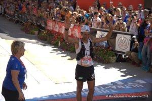 UTMB 2013 fotos: Miguel Heras entrando 2º en meta tras los 168k