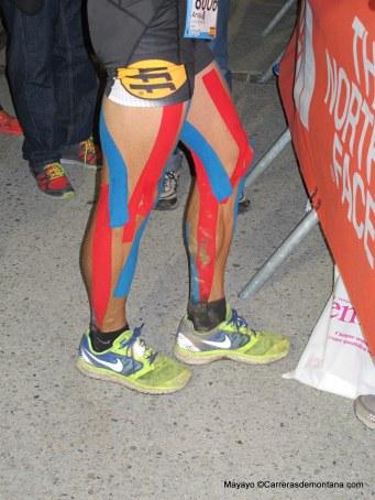 Corredores de Montaña: Arnau Julia vencedor en meta TDS detalle piernas