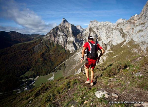 Ultra trail Desafio cantabria 2013: Descenso Collado Valdecoro. Fotos jcdfotografia.
