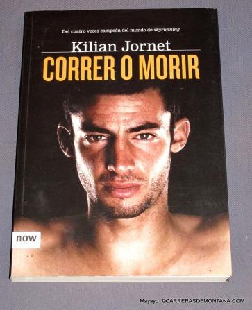 Kilian Jornet y su libro Correr o Morir. Tambien en mi estantería.