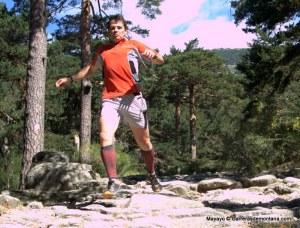 Zapatillas New Balance MT110. Jugando con ellas en la Calzada romana Cercedilla.