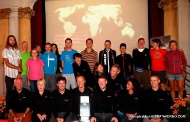 Ultra Trail World Tour: Presentación Chamonix. Primer fila, organizadores carreras. Detrás, ultreros de referencia.