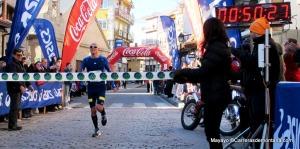 Chema Martínez entrando vencedor en meta Carrera Cercedilla 2013.