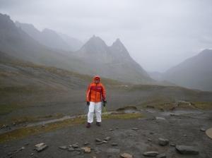 Pantalon Tyvek en el Col Seigne, el punto más frío del trazado UTMB.