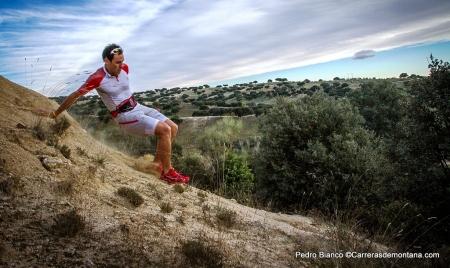 Pedro Bianco en pruebas con la riñonera trail Salomon SLab