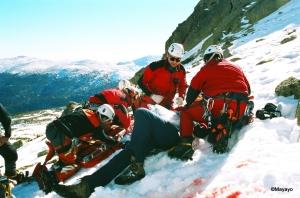 Equipo rescate montaña operando en circo superior Peñalaral.