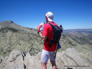 Rehidratando en Gredos tras 5h de trail en pleno Agosto.
