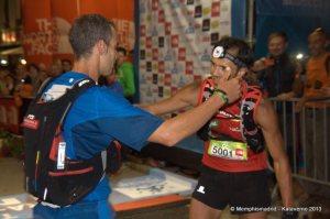 Yeray Durán y Txus Romón se abrazan en meta del CCC 2013.