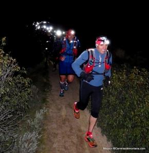 Entrenamiento ultra trail: Felipe guiando al grupo al paso por La Gran Cañada, Pedriza.