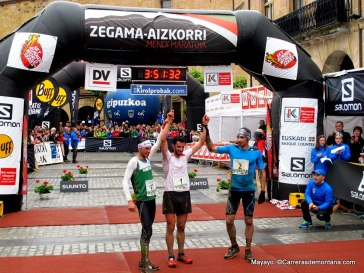 La Zegama más rápida de la Historia: Kilian Jornet, Marco De Gasperi y Luis Alberto Hernando. Foto: Mayayo.
