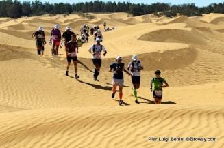 Salida de Ksar el Ghilane entre  las dunas