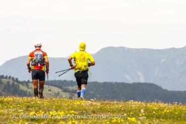 Paisajes del alto Pirineo enmarcando la cabeza de carrera.
