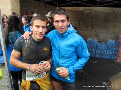 Alfredo Gil y Manuel Merillas en meta Zegama Aizkorri, inicio Copa Mundo Skyrace