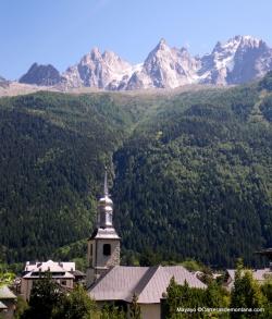Igleadia de Chamonix bajo Aiguille Verte