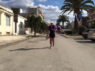 Spartathlon 2014: la recta de meta para Emilio Comunero. Foto: Comunero.