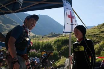UTMB13: Lizzy Hawker  en el ref. Bonatti, como una voluntaria más. Foto richard bull