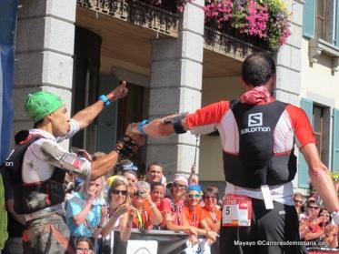 Iker y Tófól, segundos  en meta UTMB168k con la mochila  Salomon Slab 5L
