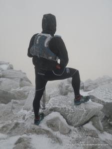 Inov8 150 race lite stormshell en la cima Maliciosa (2.231m) a -10ºC bajo la ventisca.
