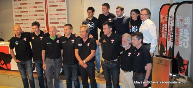 Spain Ultra Cup 2015: Los campeones Gerard Morales y Alicia Chaveli con los directores de las 8 carreras 2015.