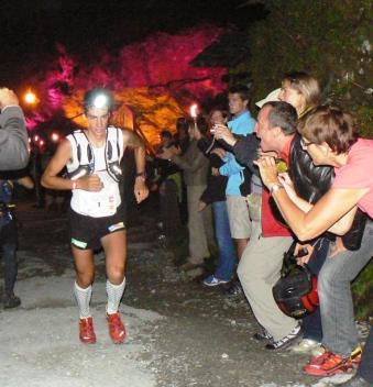 Kilian Jornet, liderando UTMB 2009 en Notre Dame de la Gorge.