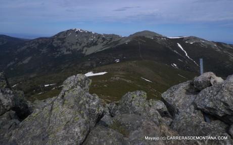 Cima del Montón de Trigo y panorámica hacia Pinareja y Peña del Oso.