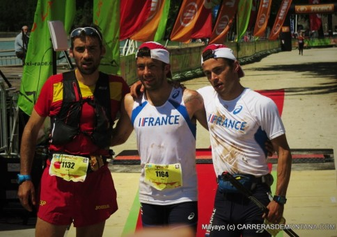 Podio Mundial Trail IAU 2015: Campeón Sylvain Court. 2º Luis Alberto Hernando. 3º Patrick Bringer.
