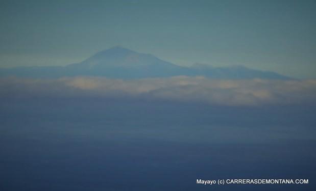 Transvulcania 2015: El Padre Teide fltoa sobre el mar.