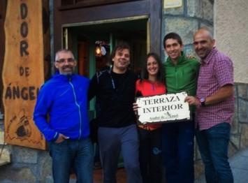 Azahara y Manuel cumplen con la tradicional foto en Cercedilla a su llegada :)