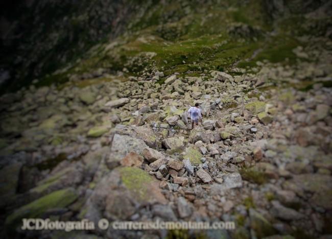 Iker Karrera, campeón Buff Epic Run 2014, solo en la montaña.
