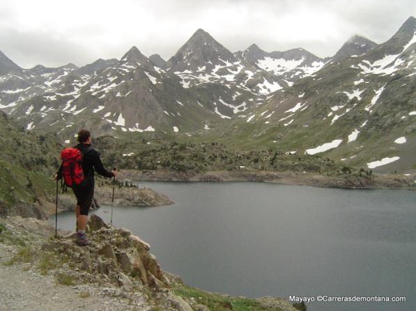 Trail Valle de Tena: Paso de carrera por Ibón de Respomuso, bajo la Gran Facha.
