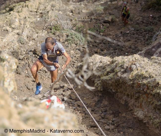 La leyenda Marco Olmo remontando la cuerda en Guinate en Haria 42km