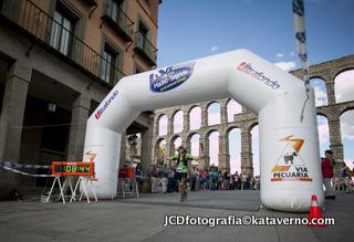 Madrid Segovia: Meta en el Acueducto
