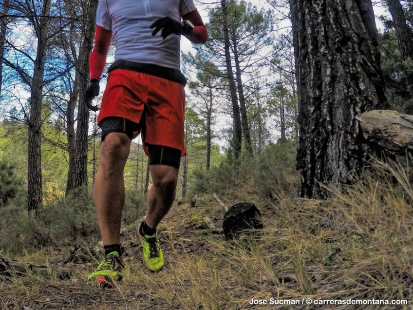 997131817d6 salomon slab pantalon y camiseta trail running (1)