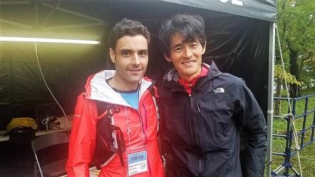 Dani en la salida, con Kaburaki, director de carrera